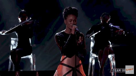 'The Voice's Kennedy Holmes, 13, stuns with powerful cover